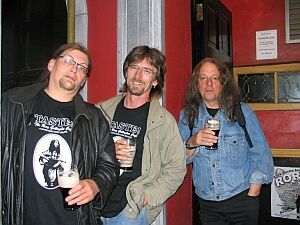 Anselm, Kugie & Peter, welcome drink  (photo by rorysfriends.de)
